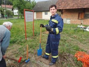 28.4.2020 Čiscenje in urejanje dostopa do požarnega bazena pri Agro Emoni